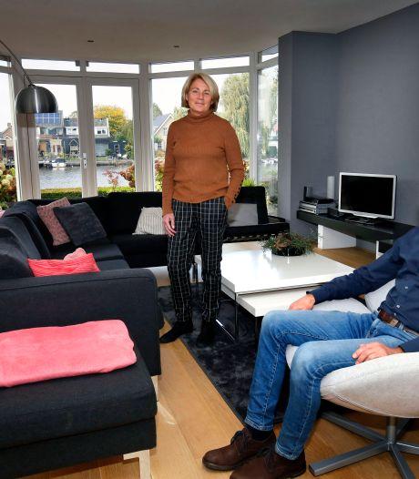Martin en Tineke wonen in een villa op een schiereiland in de Alblas: 'Eén groot vakantiegevoel'