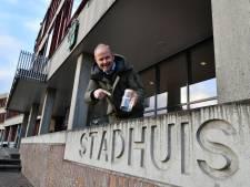 Burgemeester Oldenzaal stelt 'fooienpot' in voor foutieve aanduiding van stadhuis