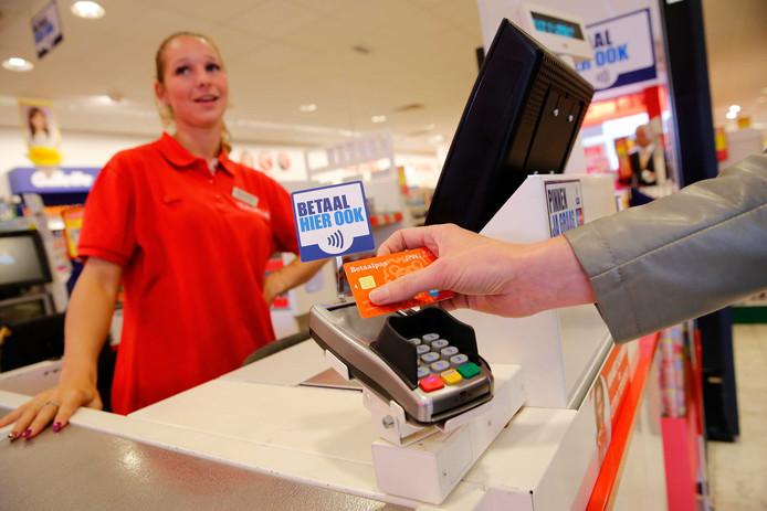 Winkeliers moeten soms dagen wachten voor een pinbetaling wordt bijgeschreven. Aan die wachttijd komt in mei 2019 een eind.