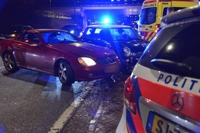Twee auto's botsen in Breda; bestuurster gewond
