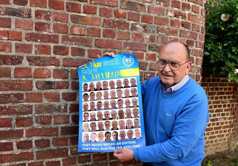 Dominique met de affiche waarop zijn foto staat