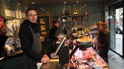 Supermarkten slaan kleinhandel murw