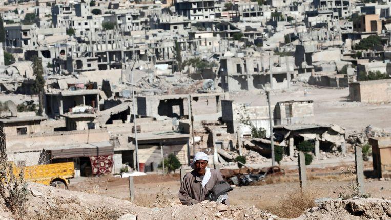 De Koerdische grensstad Kobani. De schade aan de huizen is groot na het vier maanden durende offensief vorig jaar. Beeld epa