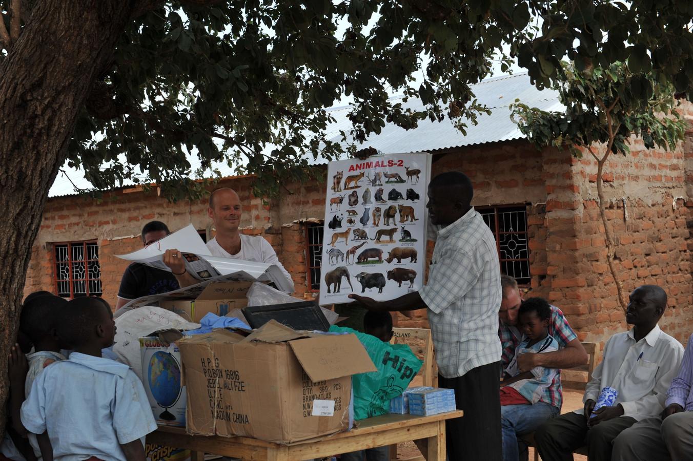 Leden van de stichting hebben weer nieuwe spullen meegenomen naar Mukelenzu.