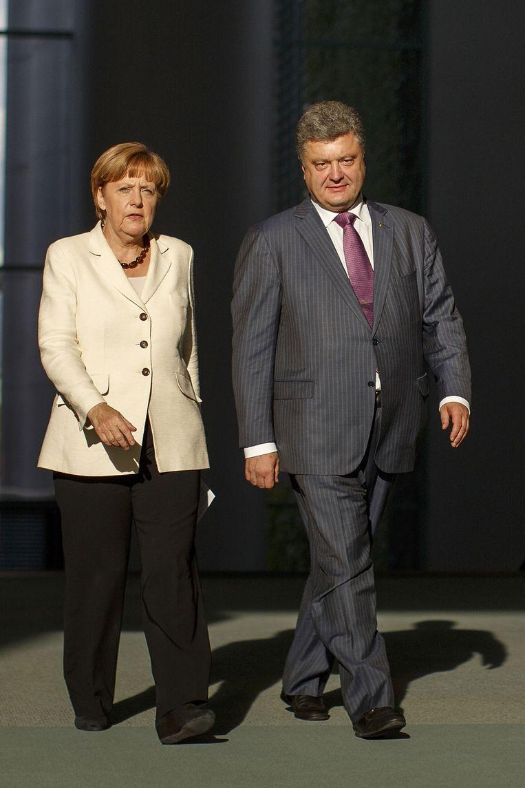 De net verkozen Oekraïense president Petro Porosjenko had gisteren een ontmoeting in Berlijn met de Duitse bondskanselier Merkel. Beeld getty