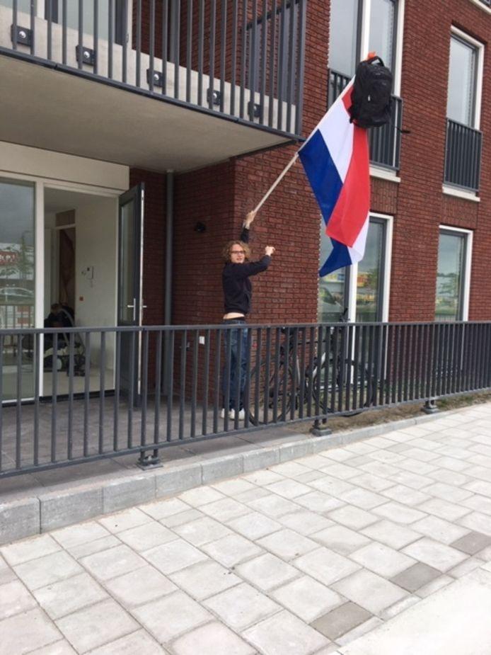 Tsja, waar moet de vlag uit? Met dat vraagstuk zat Thore Gries uit Dronten. Het gezin zit namelijk middenin een verhuizing. Thore koos voor de nieuwe onderkomen aan de Pionier. Hij kan mooi helpen met sjouwen nu zijn havo- diploma binnen is. Na de zomervakantie gaat hij naar de hogere zeevaartschool in Amsterdam.