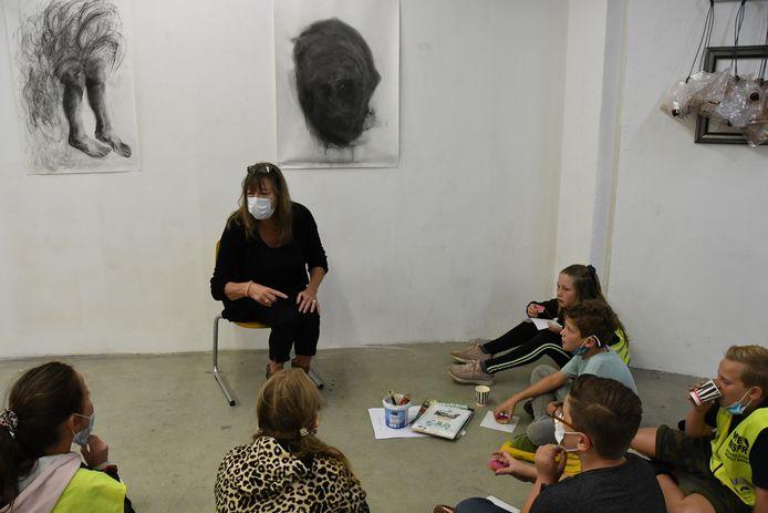 Kunstenaar Betty Vervoort toont haar didactische kwaliteiten