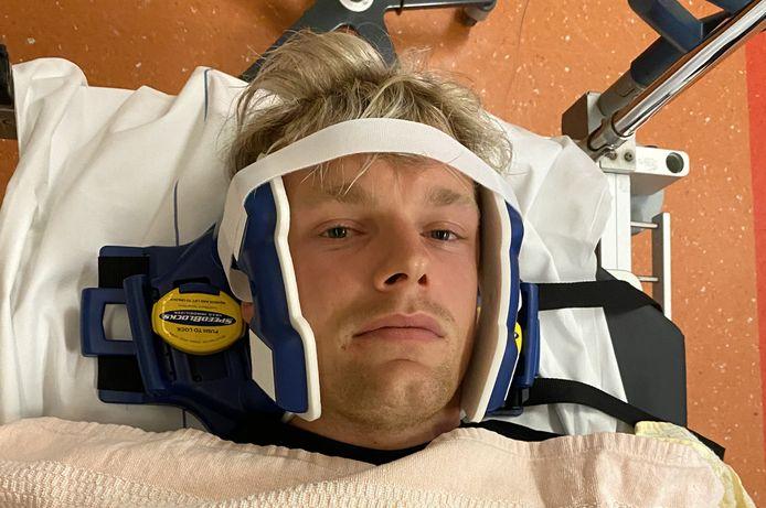 Enzo Knol na zijn sprong van de duikplank in zwembad De Vrolijkheid in Zwolle.
