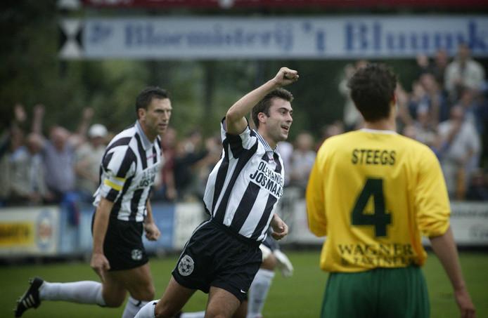 Gemert  Fortuna Sittard  Roel van Lankveld heeft net voor 10 getekend. Jaco Hoffmans links gaf de voorzet