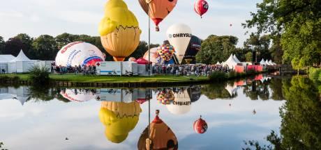 35 ballonnen de lucht in tijdens Ballonfiësta in Barneveld