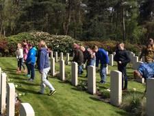 Indrukwekkende herdenking op Canadese begraafplaats in Holten