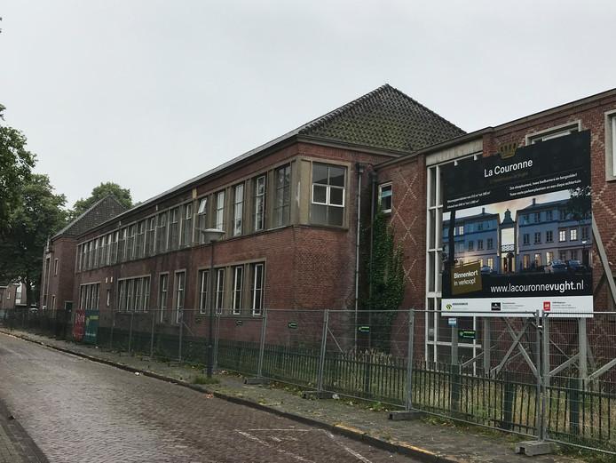 Alle 17 herenhuizen in bouwplan La Couronne zijn verkocht. De oude school wordt gesloopt.