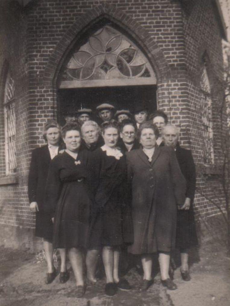 Een oude familiefoto aan het prieeltje.