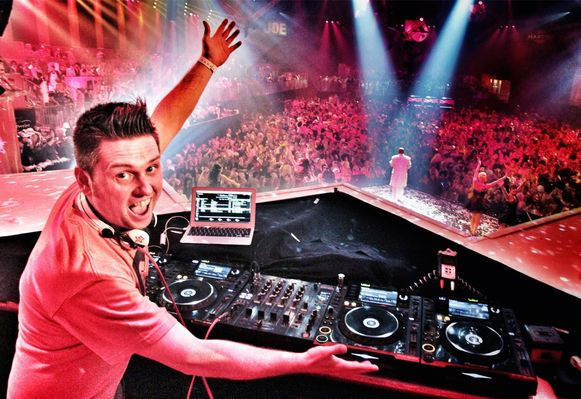 DJ Ward in actie.