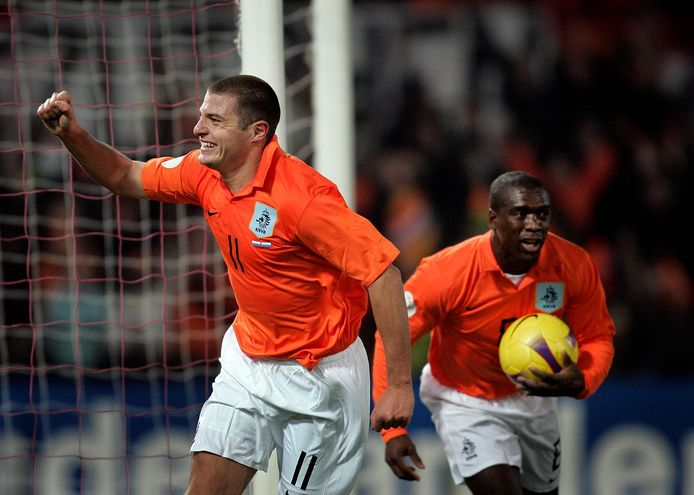 Danny Koevermans viert zijn enige interlandgoal, op 17 november 2007 tegen Luxemburg.