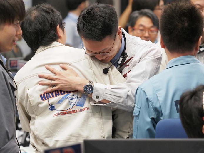 De landing van Hayabusa2 op de asteroïde Ryugu werd met gejuich gevierd.