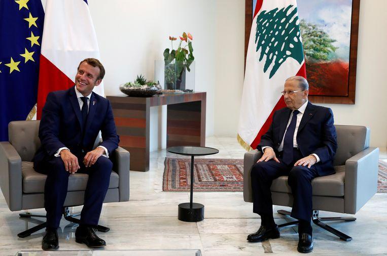 President Emmanuel Macron (links) en de Libanese president Michel Aoun.  Beeld AP