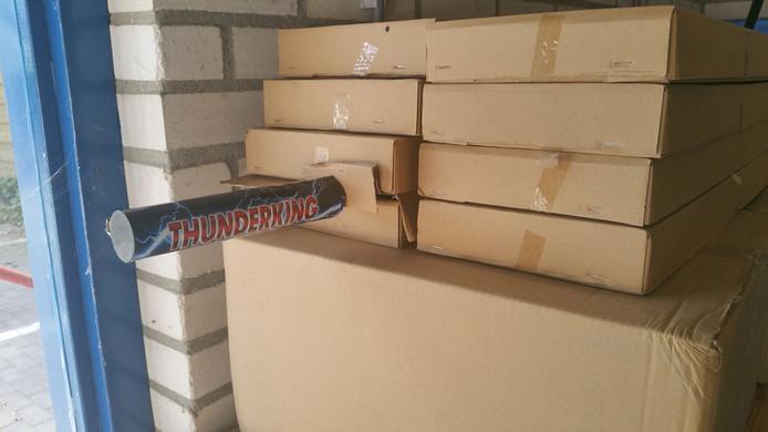 Een deel van het in Groesbeek gevonden illegale vuurwerk.