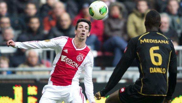 Isaac Cuenca in actie voor Ajax Beeld anp