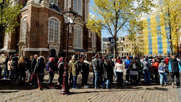 Een grote rij bezoekers voor het Anne Frank Huis Beeld ANP