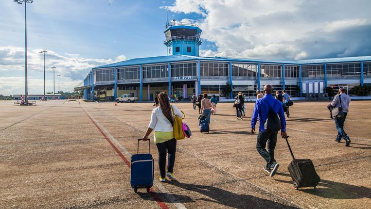 Aankomst op 'Zanderij' bij Paramaribo. Maandagavond landt de Dreamliner van TUI fly er voor het eerst Beeld Anjali Ramnandanlall