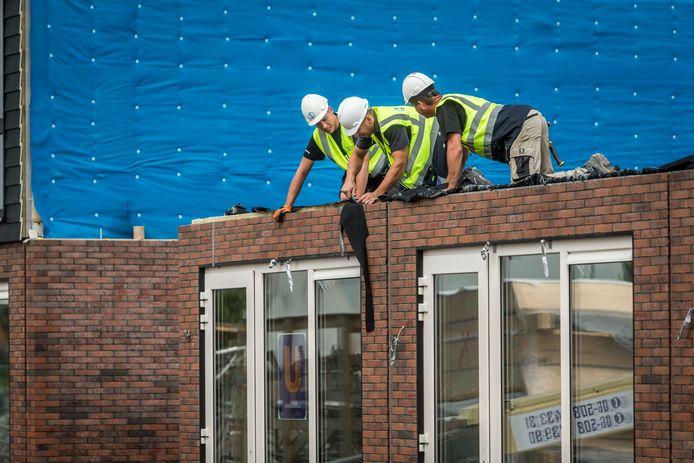 Bouwend Nederland schat dat de komende jaren zo'n 40.000 extra bouwvakkers nodig zijn.