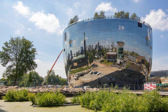 Het nieuwe museumdepot van Boijmans Van Beuningen in Rotterdam. Het spiegelende kunststukje is mede gemaakt door Sorba uit Winterswijk.