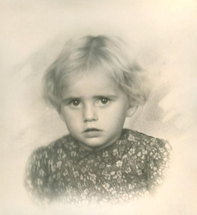 De 3-jarige Thea Nauw was het jongste slachtoffer van het bombardement dat op 15 december 1944 de wijk Dieze-West in Zwolle trof.