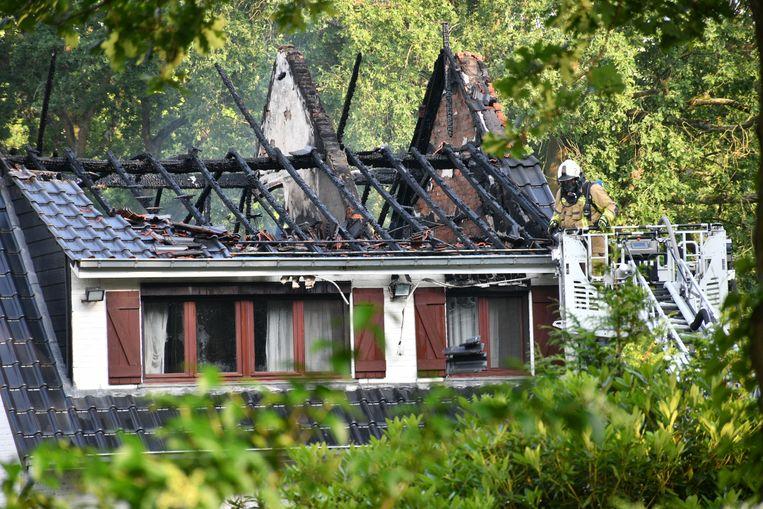 Van het huis bleef na de brand weinig over.