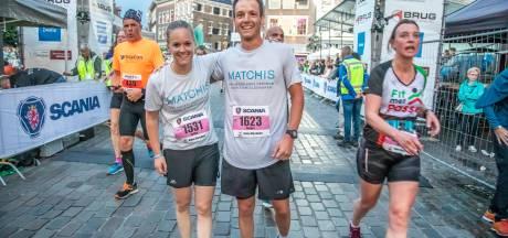 Esther (34) en Rutger (31) lopen halve marathon voor overleden broer: 'Hij zou enorm trots zijn'