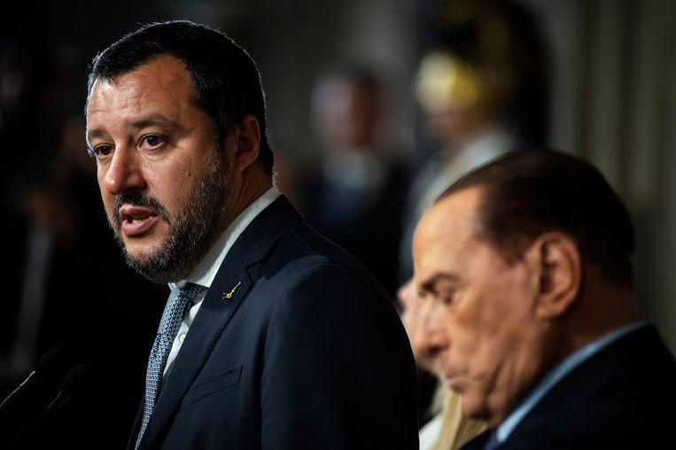 Silvio Berlusconi gaat Matteo Salvini (links) van de Lega niet in de weg zitten om een nieuwe regering te vormen met de Vijfsterrenbeweging Beeld Getty Images