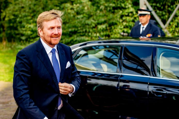 Koning Willem-Alexander is dinsdagmorgen 3 december in Raalte voor een werkbezoek aan het gemeentebestuur.