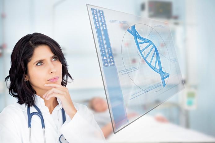 Een arts bestuurt een virtuele afbeelding van dna. Dit is de belangrijkste drager van erfelijke informatie van een mens