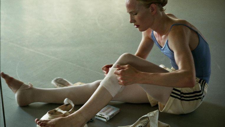 Lara (Victor Polster) is geboren in het lichaam van een jongen en wil ballerina worden. Beeld Kris de Witte