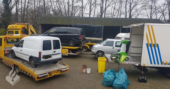 Bij de inval in Aalten zijn goederen in beslag genomen.