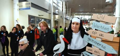 Ziekenhuis Rivierenland staakt: lege afdelingen, vrolijke muziek en Flipje