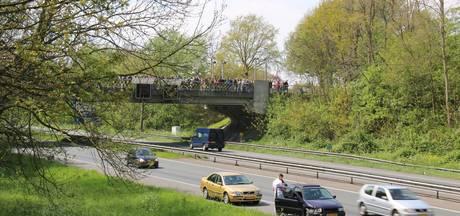 Auto's beschadigd bij botsing onder 'uitzwaaiviaduct' op A325