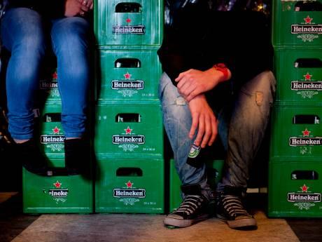 Agenten maakt einde aan illegaal feest met honderden mensen in Zoetermeers bedrijfspand