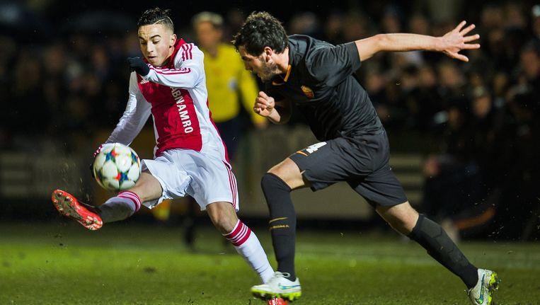 Abdelhak Nouri (links) wordt beschouwd als het grootste talent van de Ajax-opleiding. Beeld anp