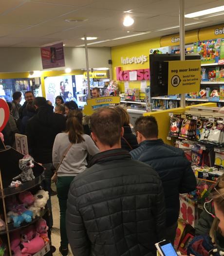 Personeel Intertoys Zwolle bekogeld door boze klanten