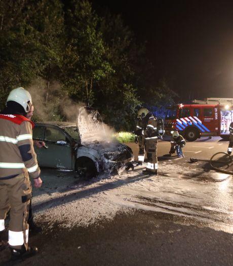 Auto brandt uit op carpoolplaats in Sint-Oedenrode