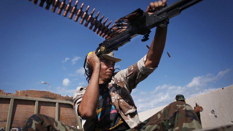 Een strijder van het nieuwe regime in Sirte. Beeld ap
