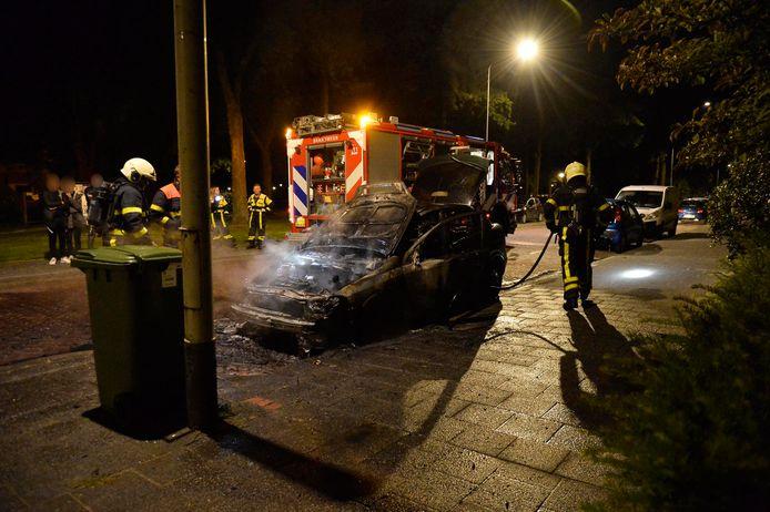 Auto verloren na brand in de Mgr. Leijtenstraat in Breda.