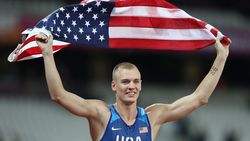 Weer geen wereldtitel voor polsstokspringer Renaud Lavillenie, goud voor Sam Kendricks