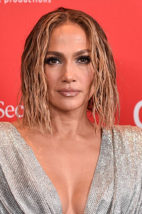 Jennifer Lopez volledig uit de kleren voor nieuwe single