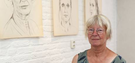 'Vermoeide gezichten': houtskooltekeningen van emotionele zorgmedewerkers in expo in bibliotheek Hasselt