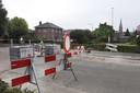 Aan het einde van de Noordstraat maken blokken straatstenen illegaal passeren onmogelijk.