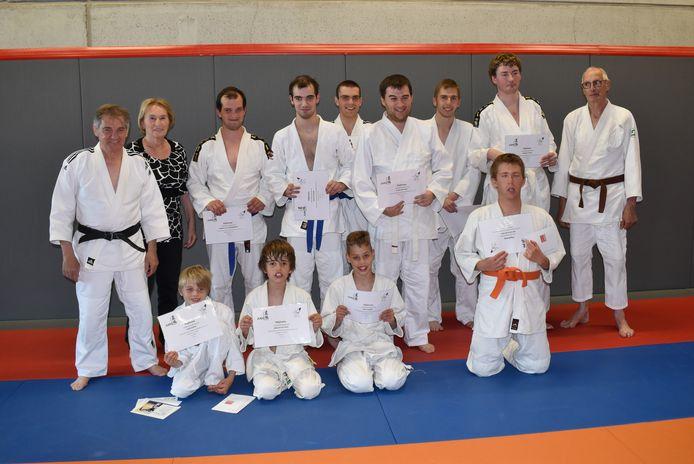 Alle judoka's kregen hun diploma.