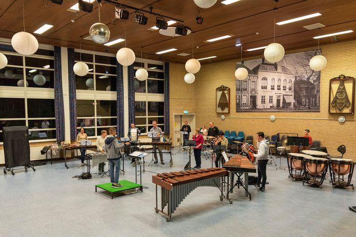 Repetitie in buurthuis De Geerhoek te Wouw.
