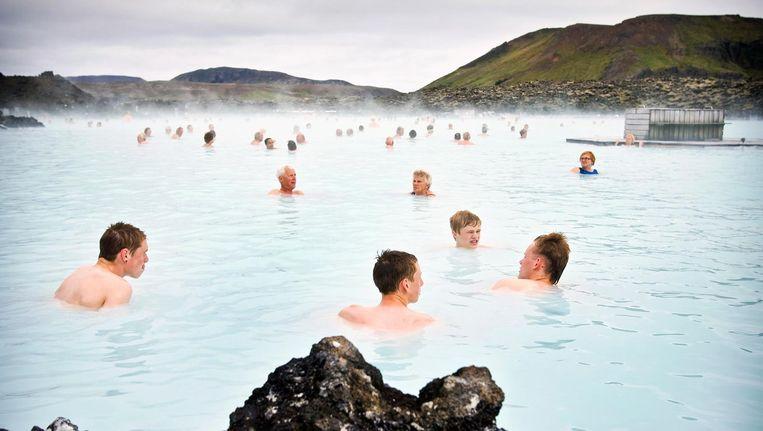 Badgasten bij de Blue Lagoon in de buurt van Reykjavik, IJsland. Beeld epa